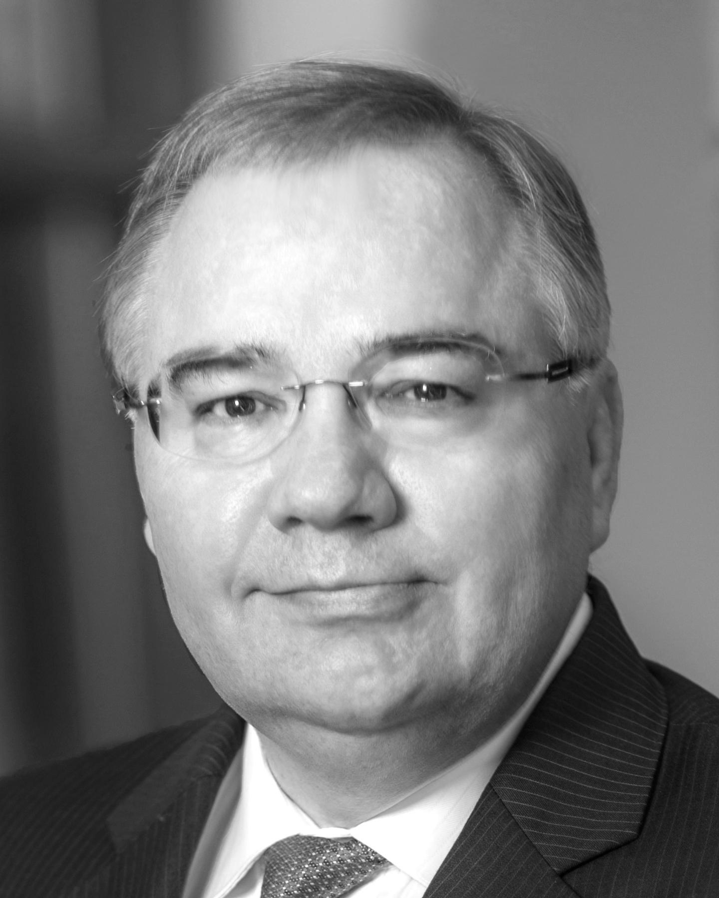 Stephan B. Tanda